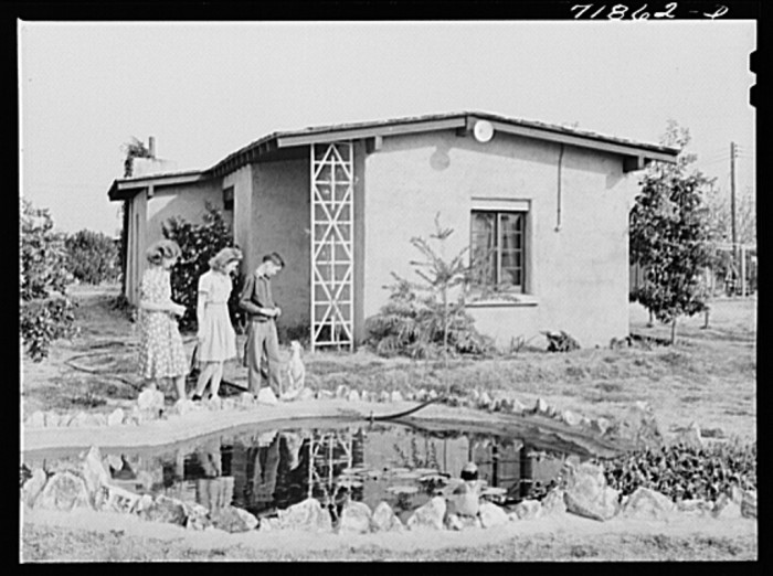 14. A little house at Camelback Farms in Phoenix circa 1942. The little pond outside is a nice touch.