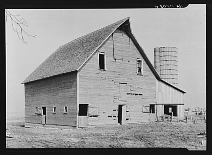 7. Check out this barn and silo in Benton County.