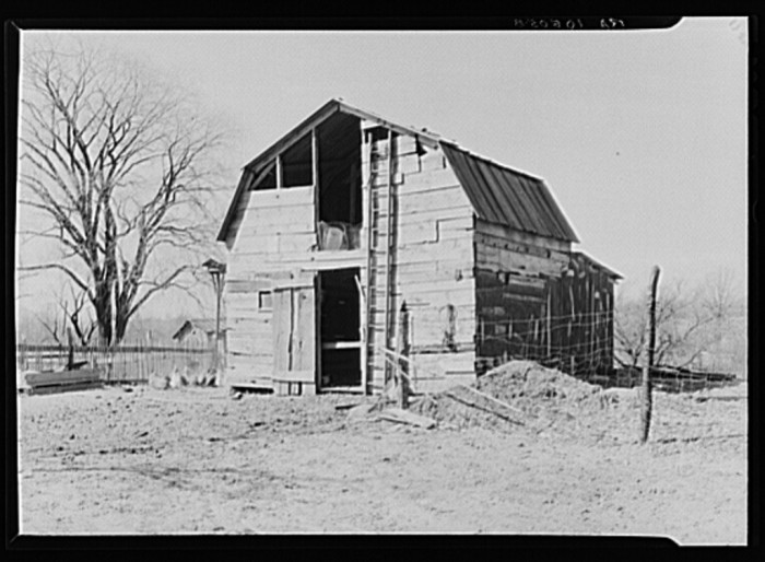 9. Check out this barn in Battlefield, Indiana from 1937!