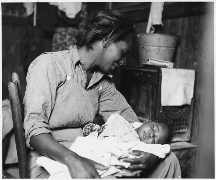 25. Here's a migrant mother enjoying a quiet moment with her baby in Buckeye in 1940.