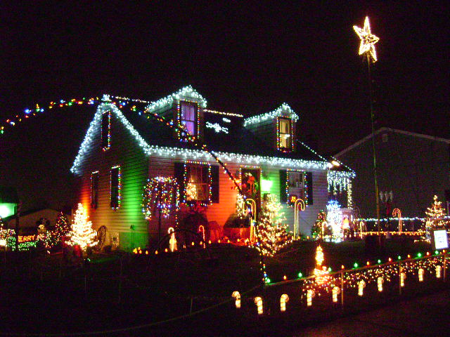 9. Youngstown Christmas Lights (Youngstown)