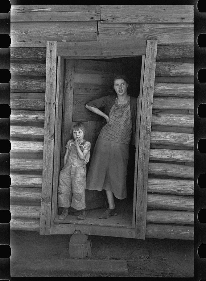 3. The wife and child of an Alabama sharecropper, Walker County - 1937.