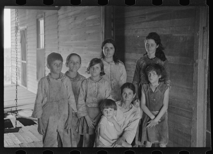15. Frank Tengle Family (sharecroppers), Hale County - 1936.
