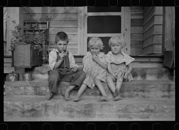 2. Children of a resettlement farmer, Skyline Farms - 1935.