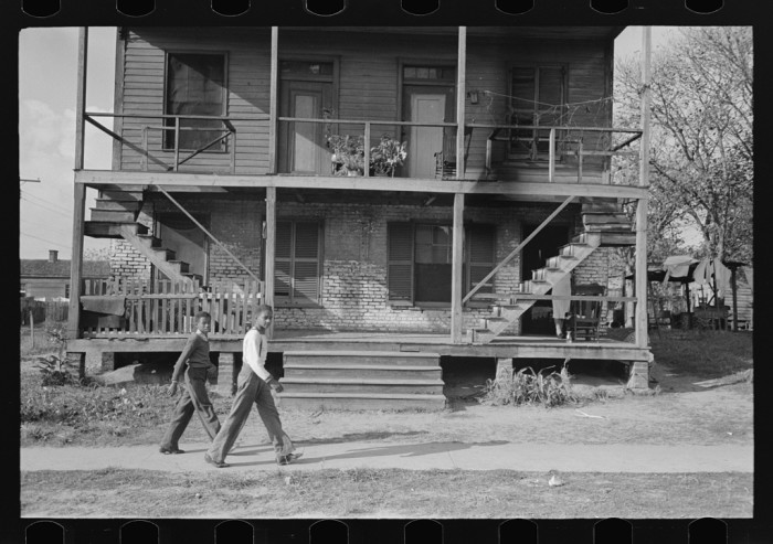 10. A house with an unusual staircase, Mobile - 1938.