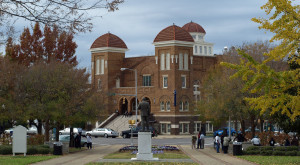 10 Historic Towns In Alabama That Will Transport You To The Past