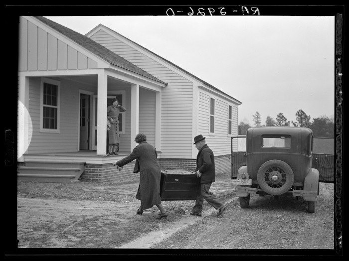 10. The Howard Family moving into their new home in Gardendale - 1937.