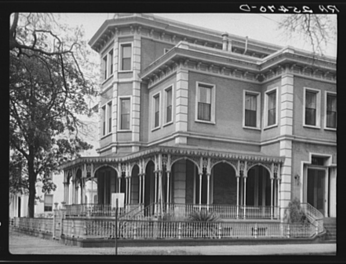 12. Gorgeous Home in Mobile - 1937