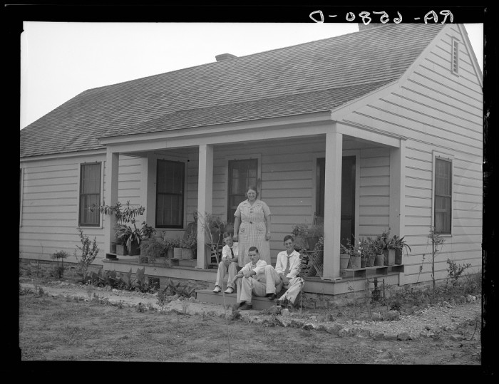 6. 5-Room House & Family at the Palmerdale Homesteads - Birmingham, 1936