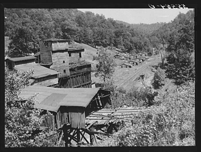 19. Abandoned Tipple and miners' homes in Chavies, Perry County, 1940.