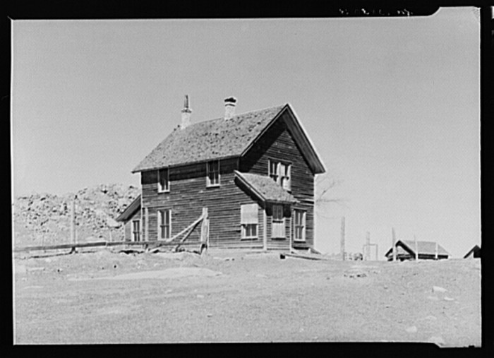 13) An abandoned house in Mansfield, formerly a prosperous mining town, April 1937.