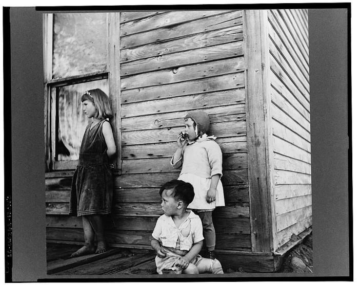 9) Children in Gibbs City, May 1937.