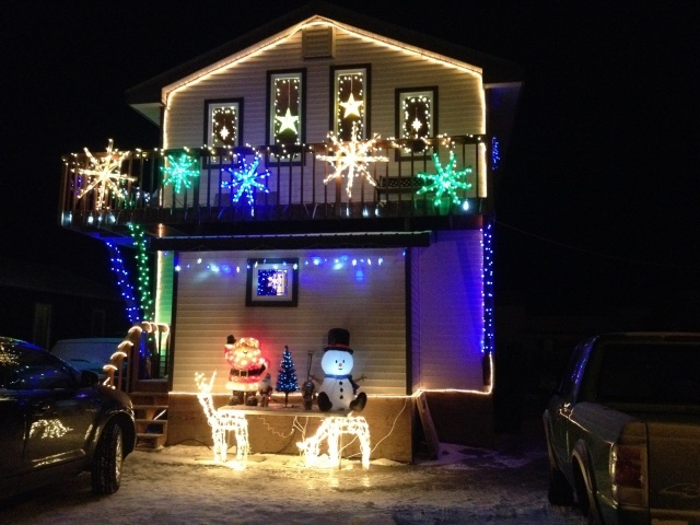 4) Decorate ALL of your house, even the driveway.