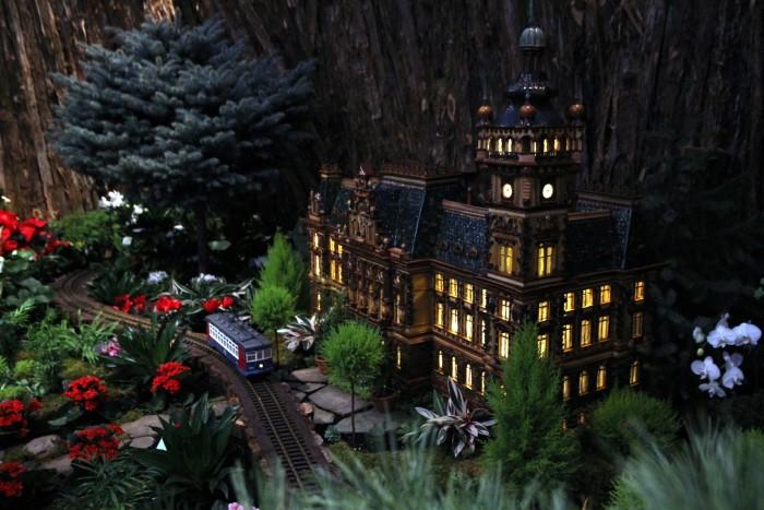 5) Frederik Meijer Gardens and Sculpture Park