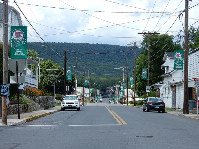 5. Roseto used to be an extremely close-knit community; so close-knit, in fact, that residents there suffered lower mortality rates than surrounding towns.