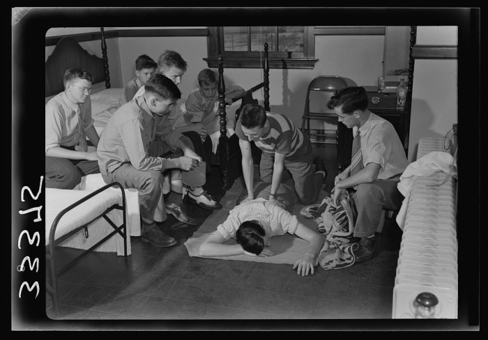 12. Students attend first aid lessons in the dispensary at Randolph Henry High School in Keysville, Charlotte County, June 1943.