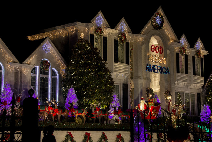 14 Kentucky Place with Unbelievable Christmas Decorations