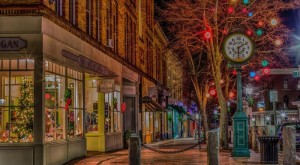 Here Are The Top 13 Christmas Towns In Maine. They're Magical.