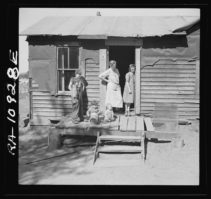 5) Members of the Gavanea family. Gibbs City, a sawmill town, April 1937.