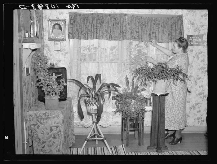3) Mrs. Herman Perry in her home at Mansfield. She is the wife of an old-time iron miner who worked in the mines before they were abandoned, May 1937.