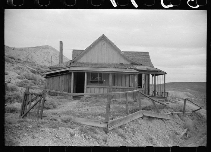 2. A mine owner's house in Goldfield, Nevada that's been left abandoned - 1940.