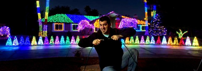 6. This colorful home/attraction is owned by hypnotist Marc Savard. It's known as the Robindale Christmas Light Show, and it's located at 1420 E Robindale Road, Las Vegas.