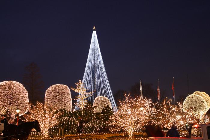 3) Opryland Christmas Lights