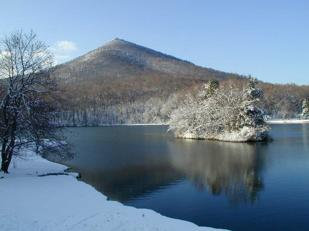 10 Spots To Explore This Winter In Virginia