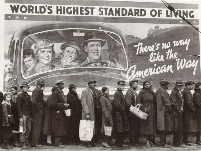 16. People line up in breadlines just to get a loaf of bread during 1937 in Louisville.