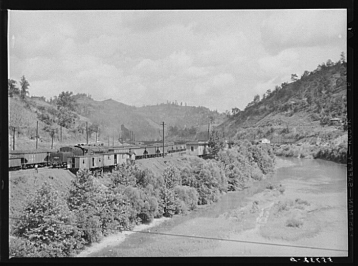 2. The train transports coal from Hazard in 1940.