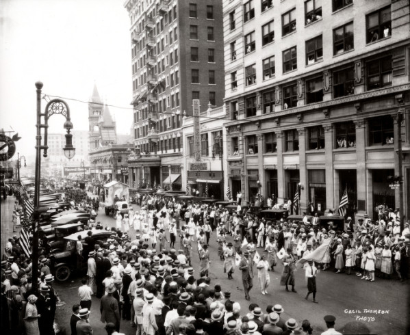 3. Nearly a century ago, WWI soldiers returned to Houston and were met with a homecoming parade. Can't you just feel everyone's joy and relief to have their friends and family back?