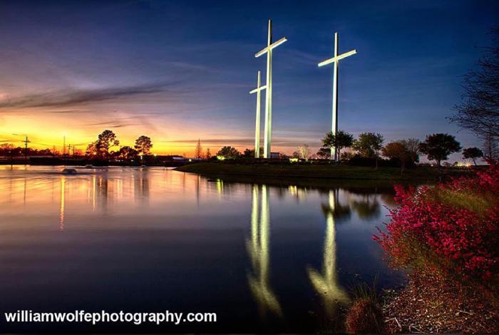 5. These crosses light the way to Baton Rouge, LA.