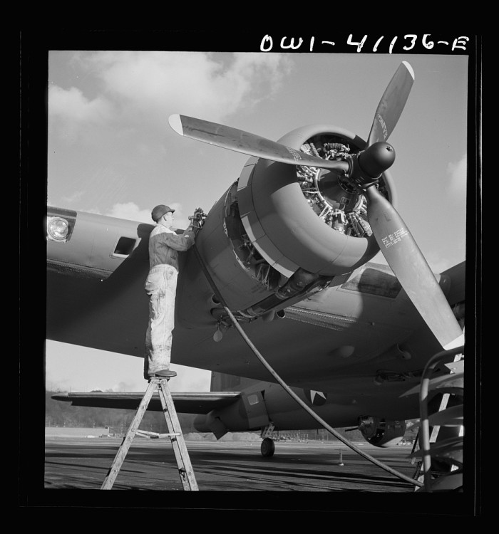 12. Boeing workers constructing the B-17F, also known as the Flying Fortess, a well-known bombing plane.