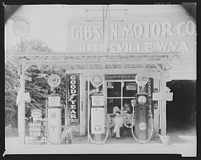 10. Here's a filling station located in Reedsville.