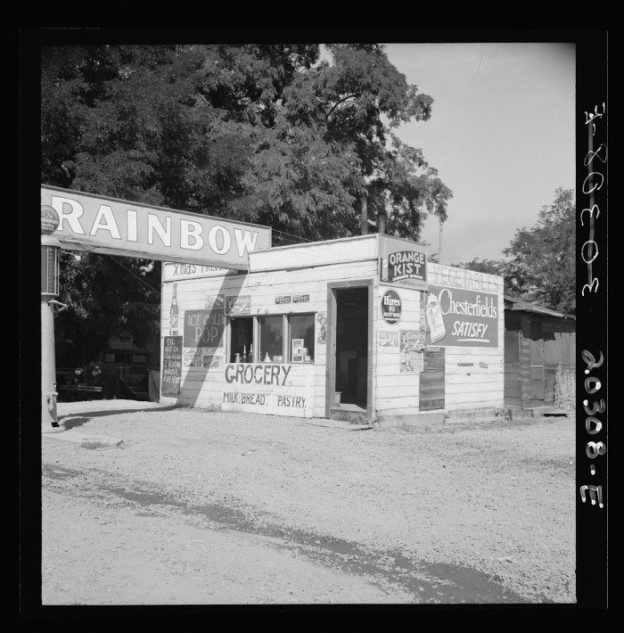 14. If you were thirsty for an ice cold pop in the summer of 1939, you could hit up this small crossroads store near Yakima.