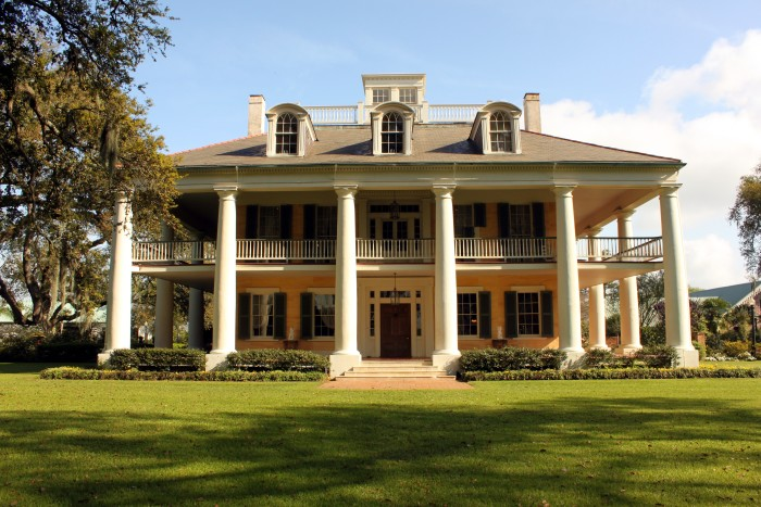 11, Houmas House Plantation, one of the most beautiful homes on the river.