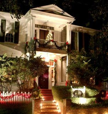 2) The simple elegance of the homes in Jefferson really captures the essence of Christmas.