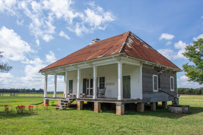 1. This simple home on Oakland Plantation is just a beauty.