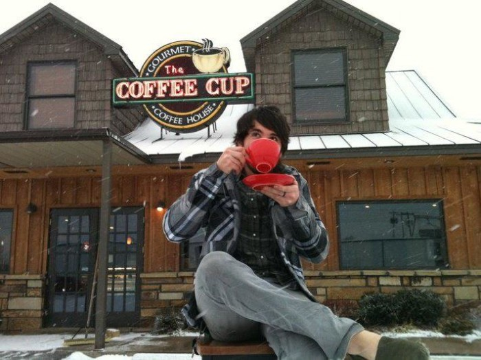 11. The Coffee Cup, Poteau