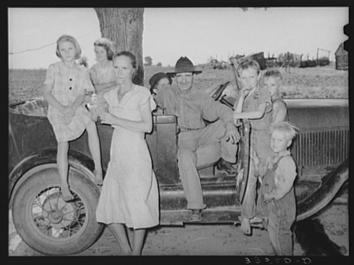 13. Group of agricultural day laborers in the Arkansas River bottoms near Vian in Sequoyah County in 1939.
