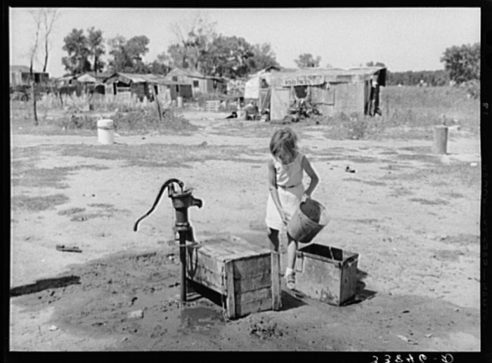 "18. ""A well, water supply for about a dozen families at Mays Avenue camp. Oklahoma City, Oklahoma."""