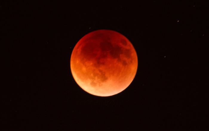 4. A blood moon eclipse apocalypse could happen.