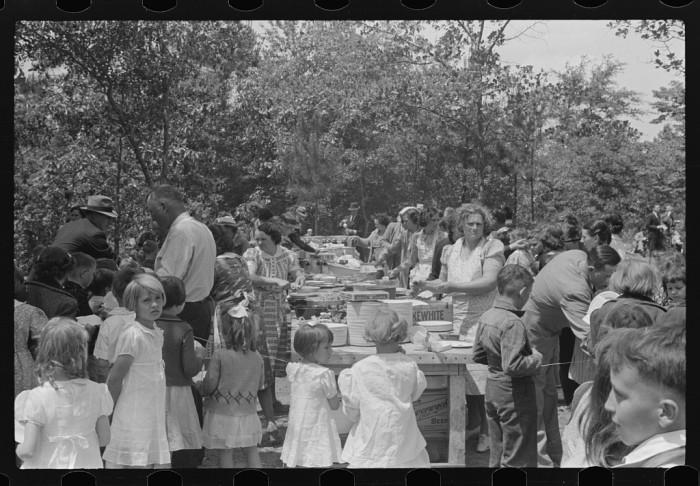 10. A picnic at Ashwood Plantation in 1939.