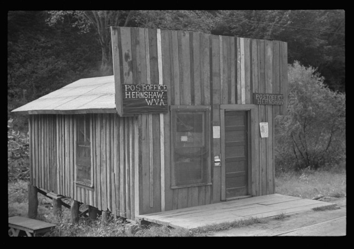 8. This is what the post office in Henshaw looked like.