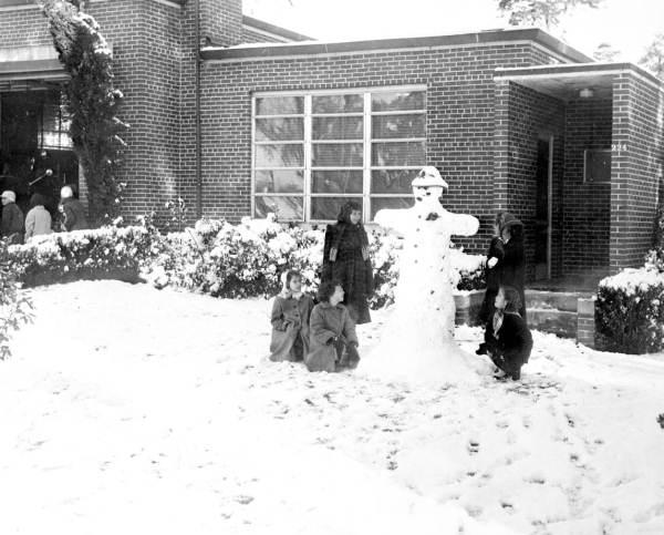 Snowman at 6th Avenue firestation