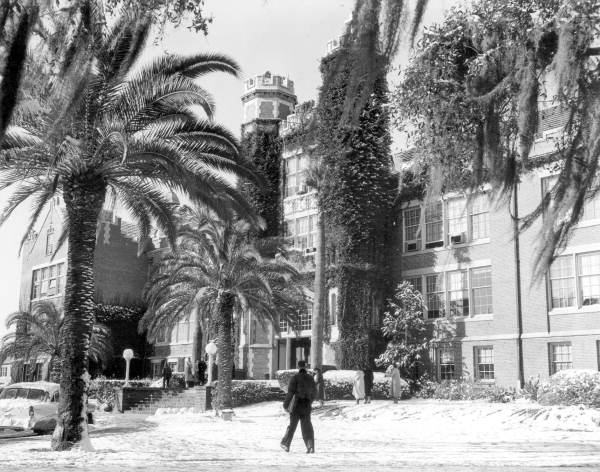 Florida State University students walking by Westcott in the snow