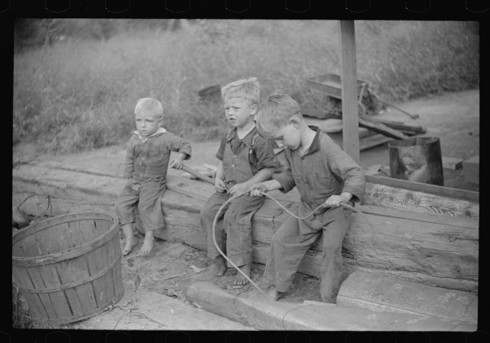 1. These children of a family that lived in a riverboat in Charleston in 1938.