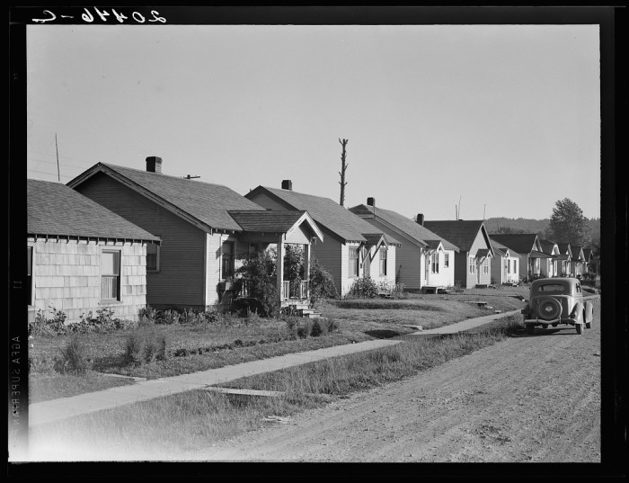 16. Here was a typical neighborhood street in the Longview area back in 1939. Rent was only $25 a month!