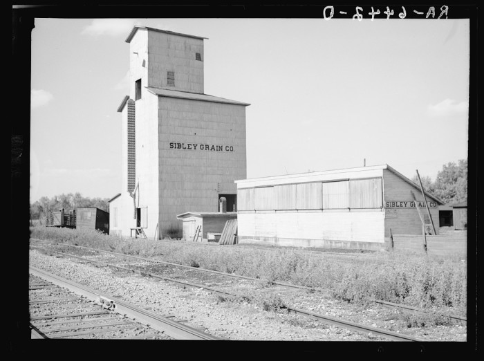 12. A grain elevator stands in Gibson City in 1936.