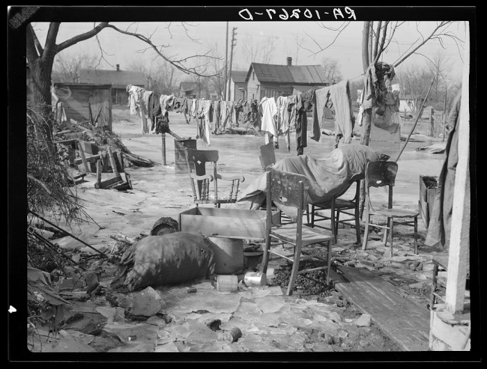 14. A 1937 flood took its toll on this Maunie backyard.